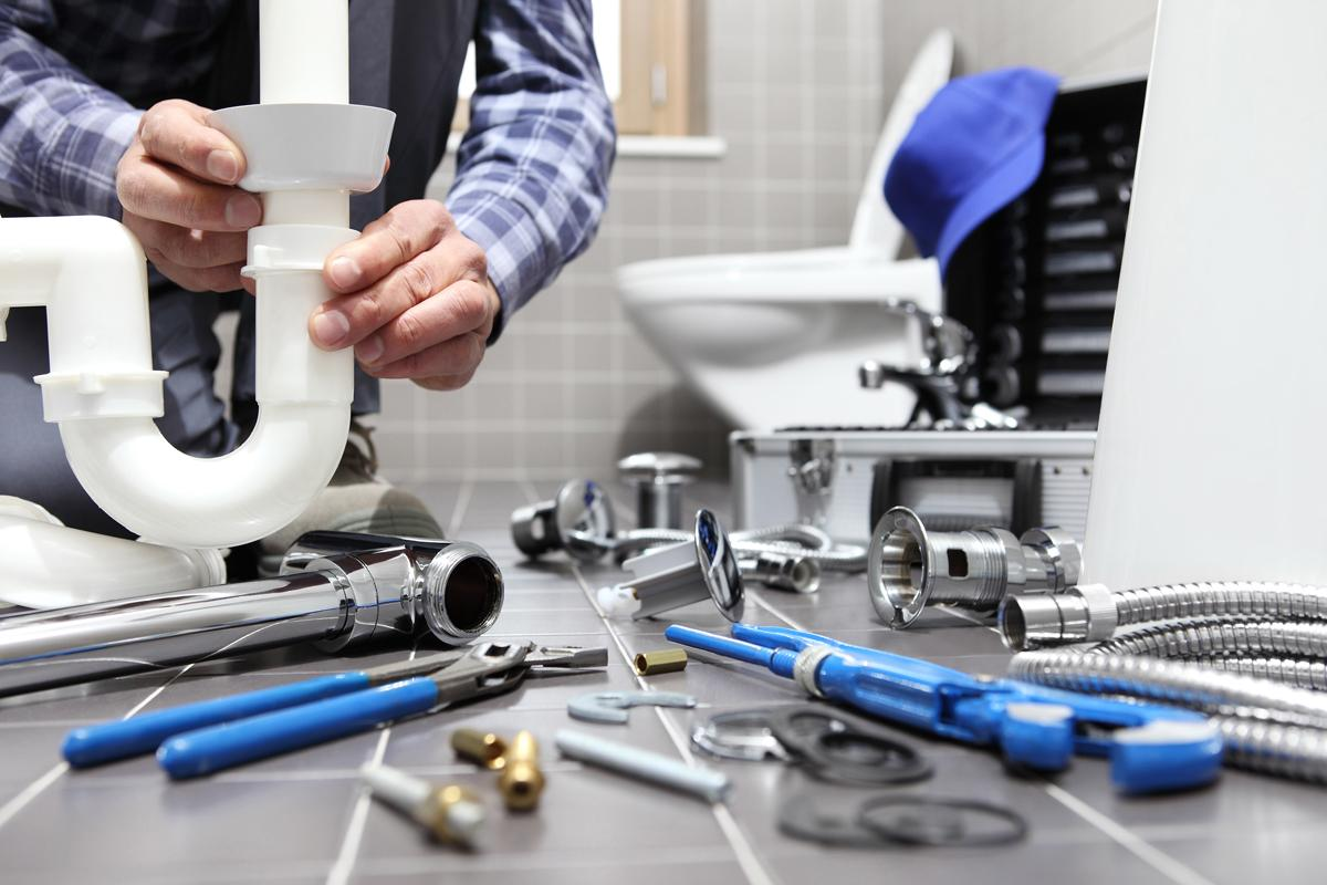 Professional Plumber working in a Residential Plumbing service in Hialeah, Florida